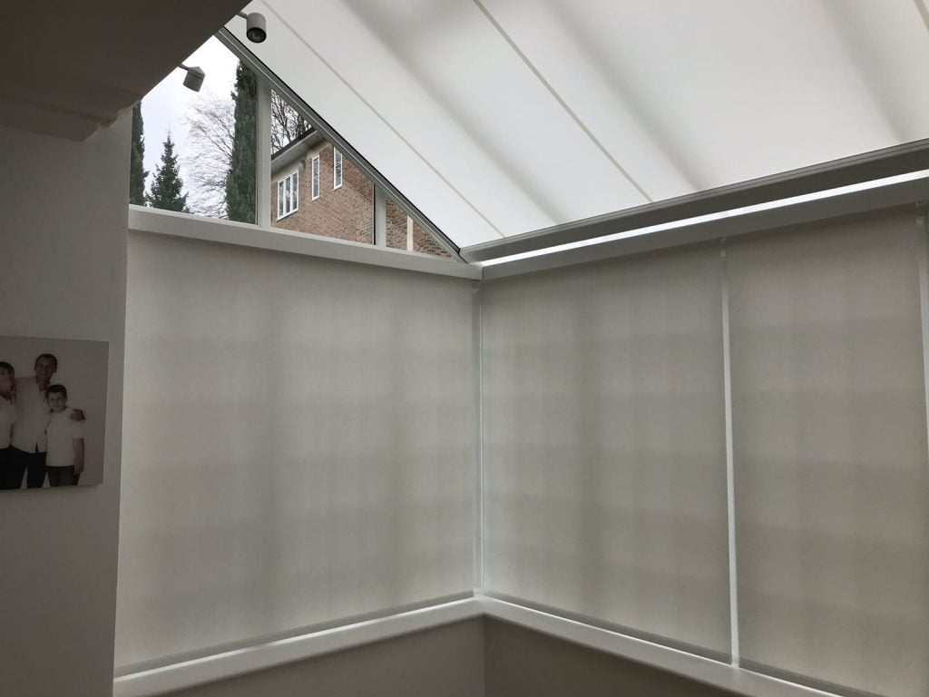Markilux 879 Tracfix and battery operated roller blind